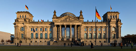 550px-Reichstag_building_Berlin_view_from_west_before_sunset[1]